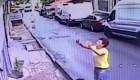 Joven atrapó a una bebé que cayó de un edificio