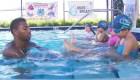 Cómo ayudar a un niño que se está ahogando