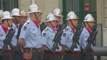 Francia homenajea al cuerpo de bomberos que combatió el incendio de Notre Dame