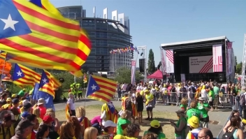 Miles exigen que les permitan a líderes separatistas ejercer el cargo de eurodiputados