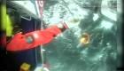 Este pescador es rescatado en helicóptero de altamar