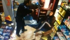 Exjugador de la NFL pelea con un policía en una gasolinera