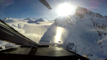 Impactante video del choque entre un helicóptero y una avioneta en los Alpes