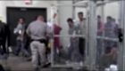 Niños indocumentados denuncian abuso en centro de detención