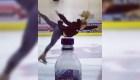 Esta patinadora realiza el #BottleCapChallenge sobre hielo