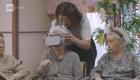 Ancianos japoneses recorren el mundo con realidad virtual