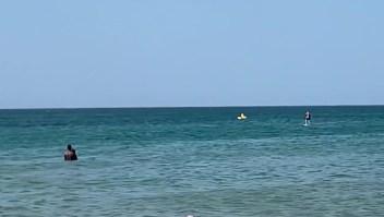 Dramático rescate de un niño en el mar