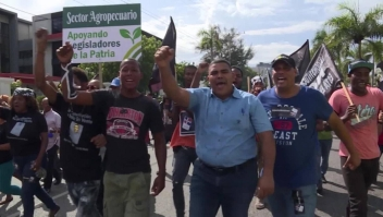 Dominicanos rechazan iniciativa de reelección de Medina