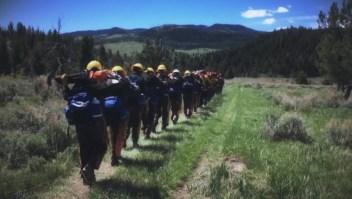 Una cuadrilla de bomberos llama la atención en Alaska