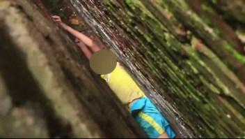 El rescate de un niño que quedó atrapado entre dos paredes