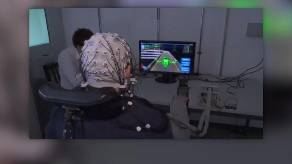 Crean sistema que permite manejar videojuegos con la mente