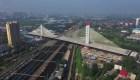 En una hora conectan el puente de cables más pesado del mundo