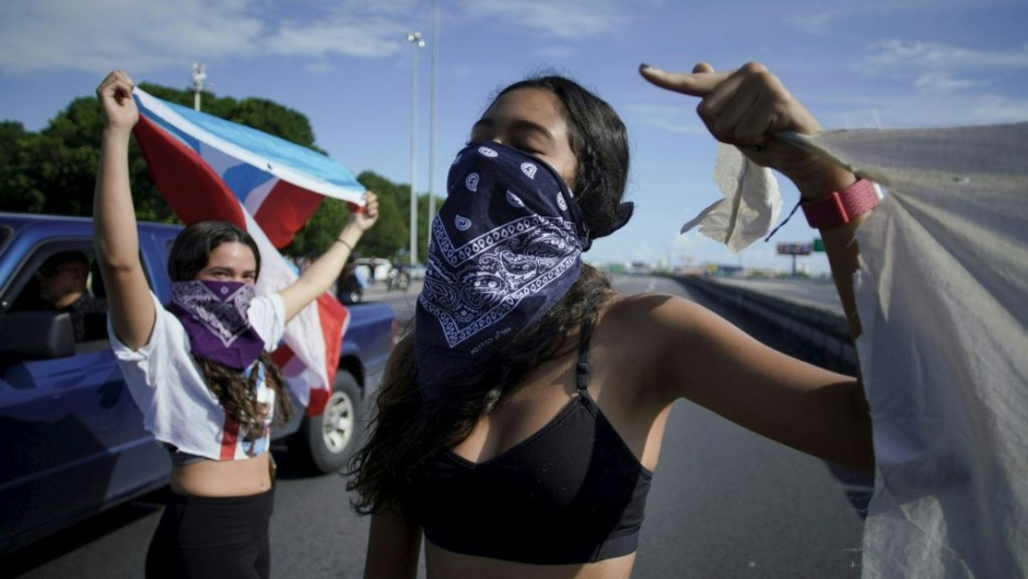 People take to the Las Americas Highway in San Juan, Puerto Rico, July 22, 2019 on day 9th of continuous protests demanding the resignation of Governor Ricardo Rosselló. - Protests erupted last week after the leak of hundreds of pages of text chats on the encrypted messaging app Telegram in which Rossello and 11 other male administration members criticize officials, politicians and journalists. In one exchange, chief financial officer Christian Sobrino makes homophobic references to Latin superstar Ricky Martin. In another, a mocking comment is made about bodies piled up in the morgue after Hurricane Maria, which left nearly 3,000 dead. (Photo by eric rojas / AFP) (Photo credit should read ERIC ROJAS/AFP/Getty Images)