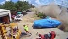Un vehículo se estrella tras elevarse por los aires