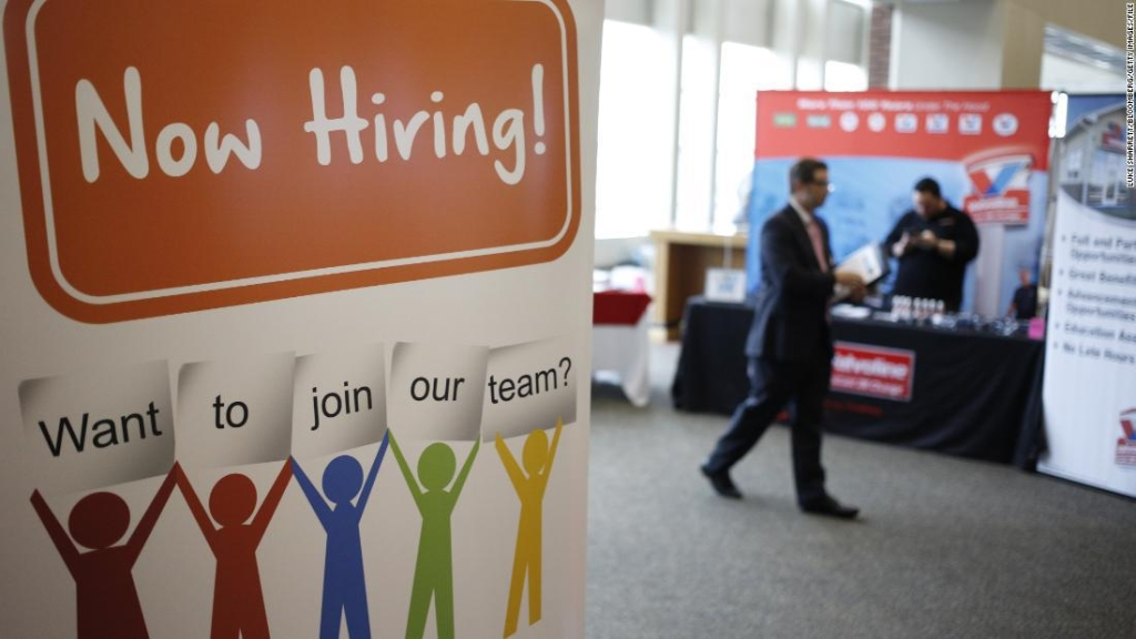 Feria laboral antecedentes cada vez menos importantes para empleadores