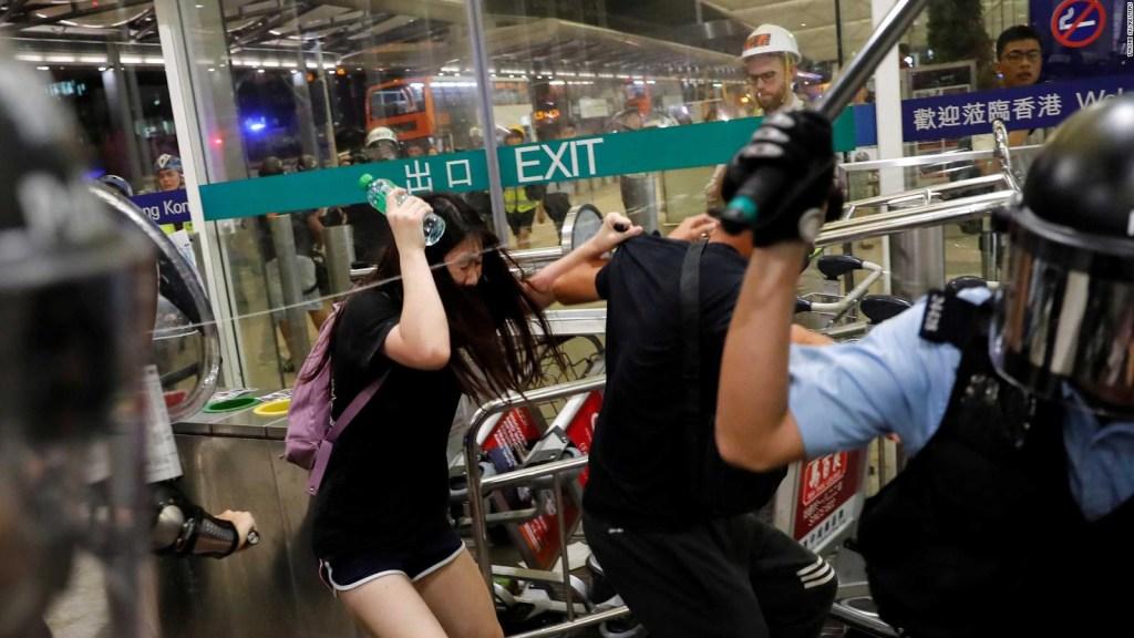 Violentas protestas en aeropuerto de Hong Kong