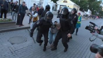 Indignación en Rusia por la agresión de un policía a una mujer