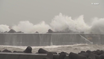 El tifón Krosa golpea el oeste de Japón