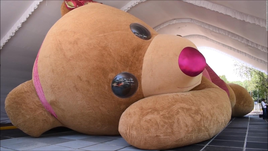Conoce a Xonita, la osa de peluche más grande del mundo