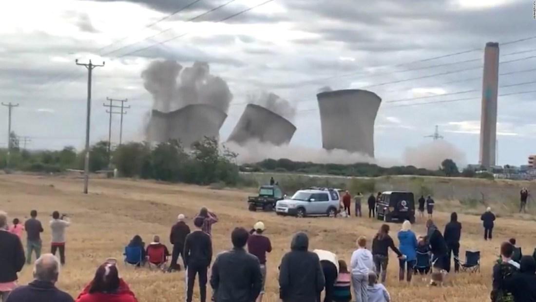 Mira la implosión de las torres de esta central eléctrica