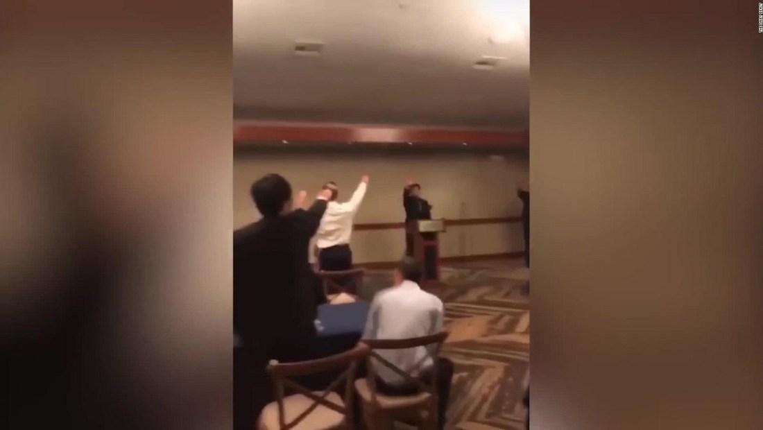 Video muestra a estudiantes haciendo un saludo nazi