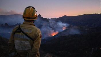 Incendio obliga a evacuar 9.000 personas en Islas Canarias