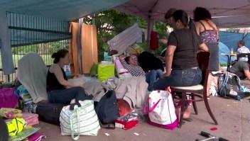 Latinoamericanos viven en las calles de Paris