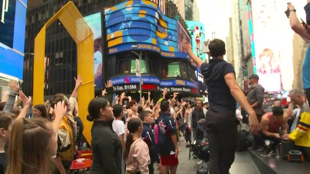 Protestan con ballet en las calles de Nueva York