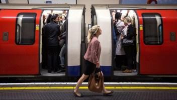Viajeros en la Línea Norte del metro de Londres. Crédito: Oli Scarff / Getty Images.