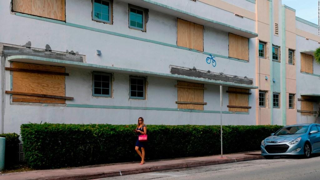 Florida se prepara para la llegada del huracán Dorian