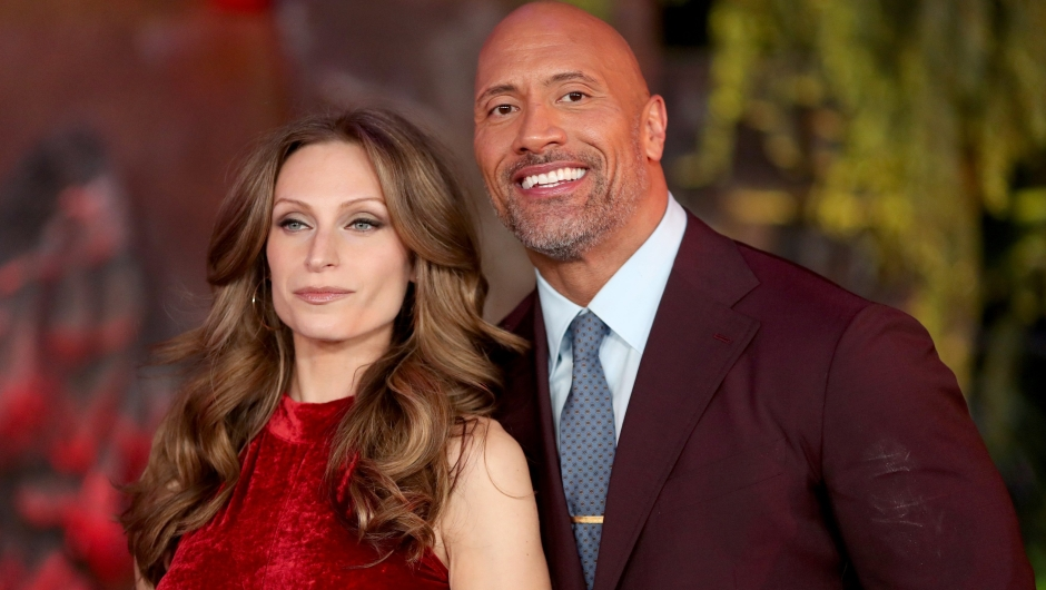 "Lauren Hashian y Dwayne Johnson asisten al estreno de ""Jumanji: Welcome To The Jungle"" de Columbia Pictures el 11 de diciembre de 2017 en Hollywood, California. Crédito: Christopher Polk / Getty Images."