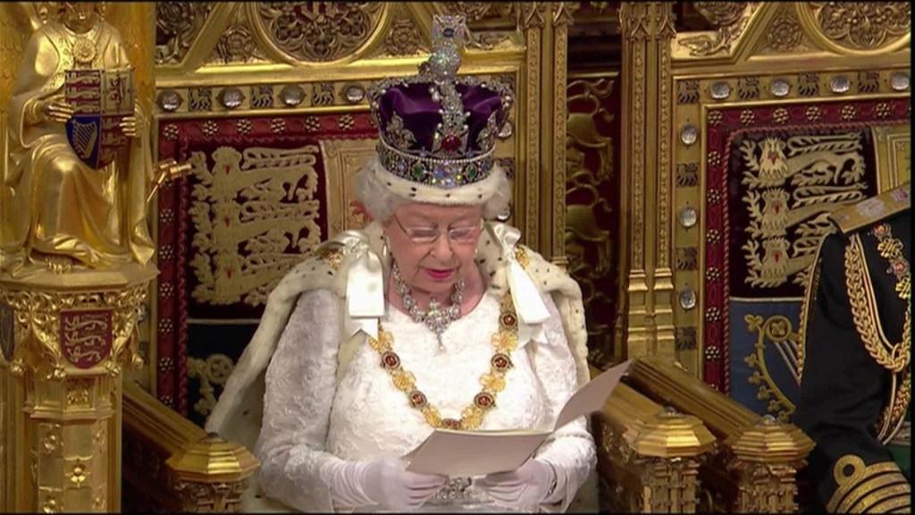 Brexit arrastra a Isabel II al vórtice político