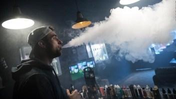Breves económicas: Michigan le dice no la venta de cigarrillos eléctricos