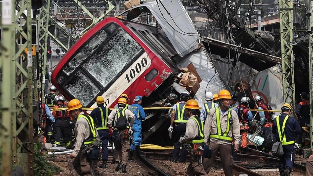 Choque de tren deja un muerto y decenas de heridos