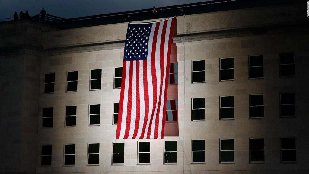 Despliegan gran bandera por 18 años del 11S