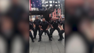 Bomberos dedican una 'Haka' a los socorristas del 11S
