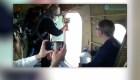 Sacerdotes sobrevuelan ciudad rusa arrojando agua bendita