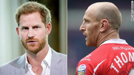 El príncipe Enrique apoya a un jugador de rugby con VIH