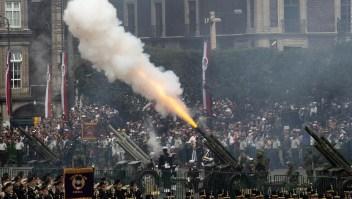 Mexicanos disfrutan del desfile militar en fiestas patrias