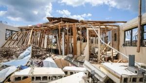 Evacuados del huracán Dorian temen residir en Nassau