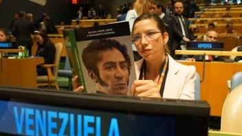Ella leyó un libró mientras Trump hablaba ante la ONU