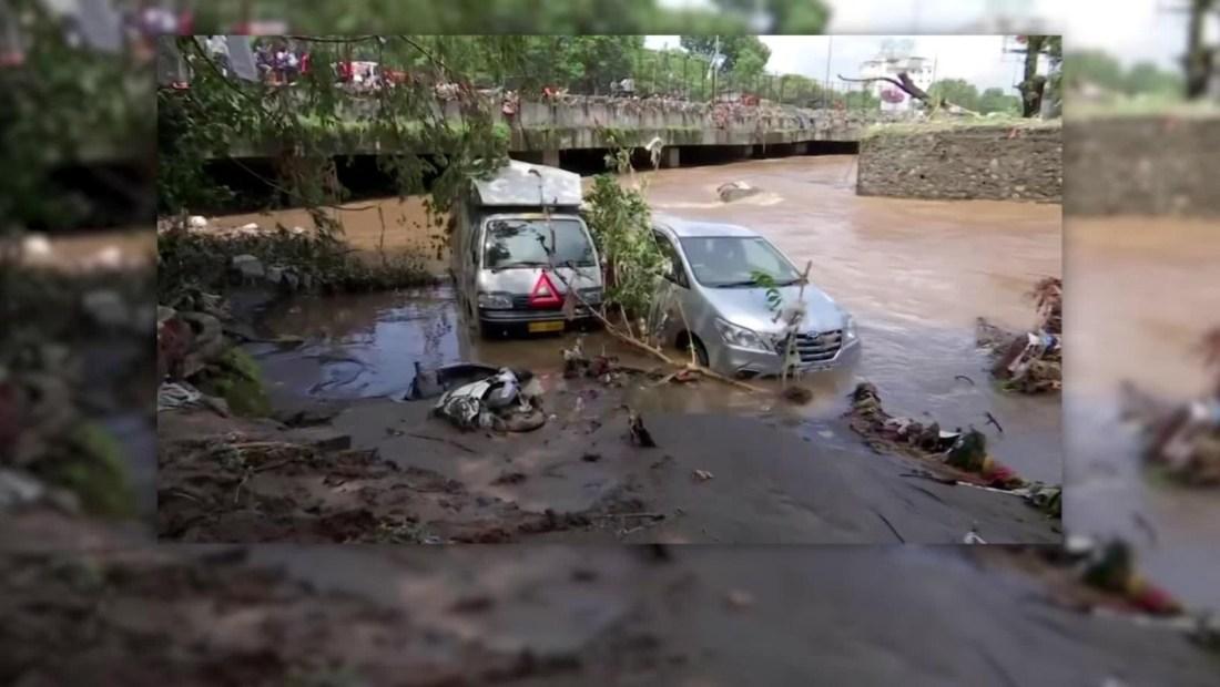 India en alerta por mortales inundaciones