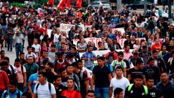 Padres de los 43 estudiantes de Ayotzinapa exigen acciones más contundentes