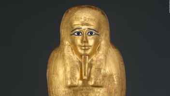 Un sarcófago de oro robado regresa a Egipto