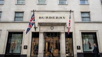 Burberry y The RealReal prueban la venta de alta moda usada
