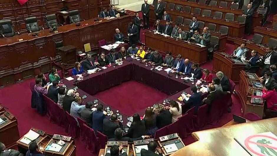 Congreso pide a Vizcarra que llame a elecciones