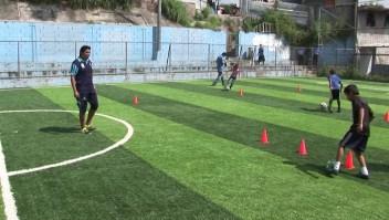 El Salvador combate las drogas y las pandillas con fútbol