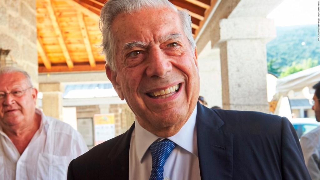 Vargas Llosa apoya a Vizcarra