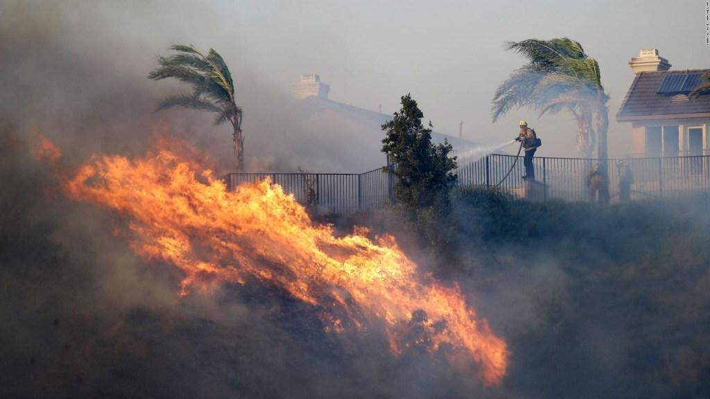 Alerta roja y evacuaciones por incendios en el sur de California