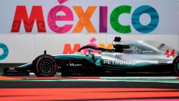 Hamilton gana en México y los seguidores de la F1 se divierten entre la lluvia